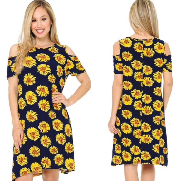 eevee Dresses & Skirts - NEW! Cold Shoulder Daisy Print Shift Dress